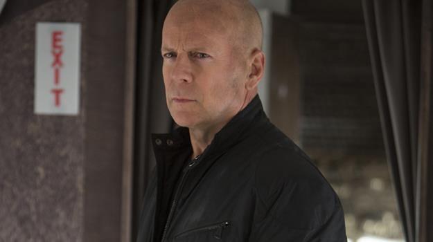 """Bruce Willis - jako Frank Moses - w scenie z filmu """"Red 2"""" /materiały dystrybutora"""