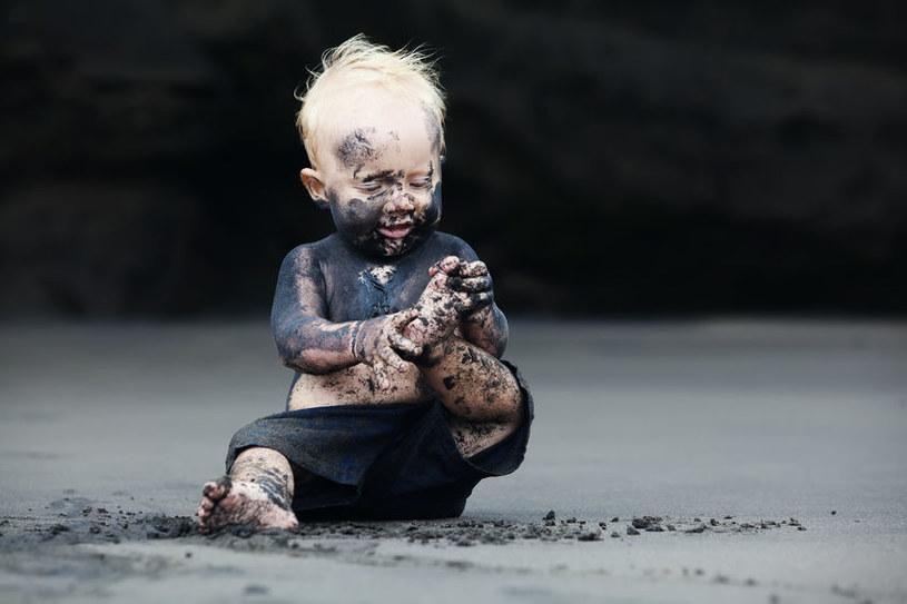 Brudne dziecko /©123RF/PICSEL