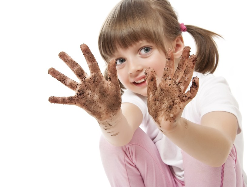 Brudne ręce są przyczyną chorób pasożytniczych. /123RF/PICSEL