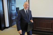 Brudziński: Będziecie zarabiali średnio 1100 zł więcej