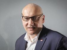 Brudziński o Tusku: Może Kaczyńskiego prosić, by pozwolił mu wymienić kuwetę dla kota