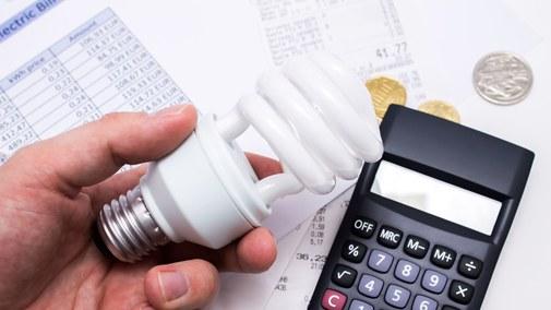 Bruksela daje rządom zielone światło do działania w sprawie wysokich cen prądu i gazu. Co zrobi Warszawa?