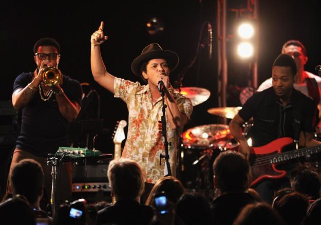 Bruno Mars (w środku) amerykańskim numerem jeden - fot. Bryan Bedder /Getty Images/Flash Press Media