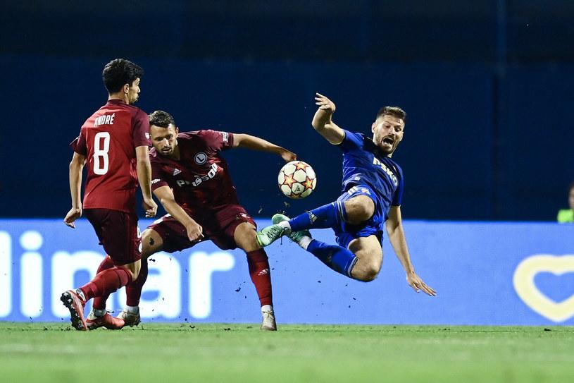 Bruno Petković (w niebieskim stroju) otworzył wynik środowego spotkania między Dinamem a Legią /East News /East News