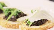 Bruschetta z tapenadą z czarnych oliwek i parmezanem