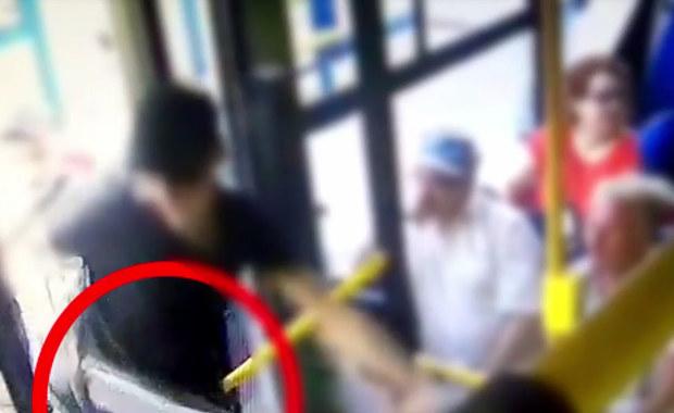 Brutalny atak kiboli w krakowskim autobusie. Wstrząsające wideo