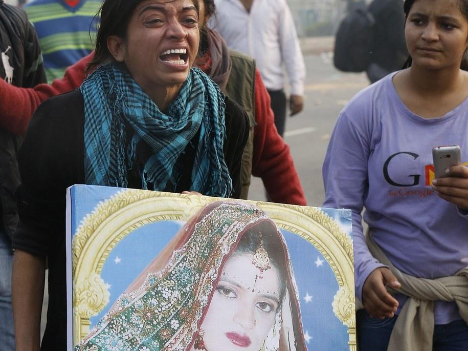 znajdź dziewczynę na randki w Delhi który jest Seanem z wieczoru panieńskiego