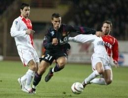 Bryan Bergougnoux mija Andreasa Zikosa i Lucasa Bernardiego. Monaco-OL 1:1 /AFP