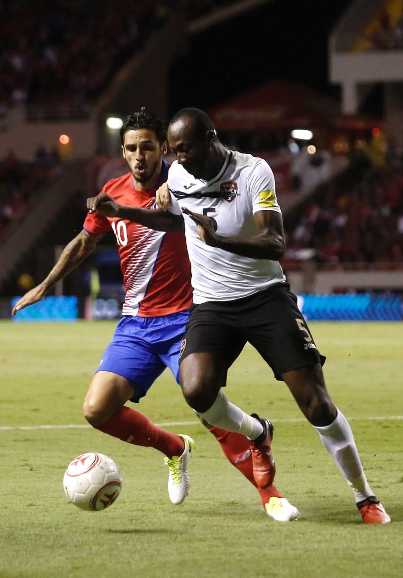 Bryan Ruiz (z lewej) strzelił zwycięskiego gola dla Kostaryki /AFP