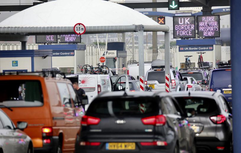 Brytyjczycy próbowali wrócić do kraju zanim wejdzie w życie obowiązek kwarantanny /AP/Associated Press /East News