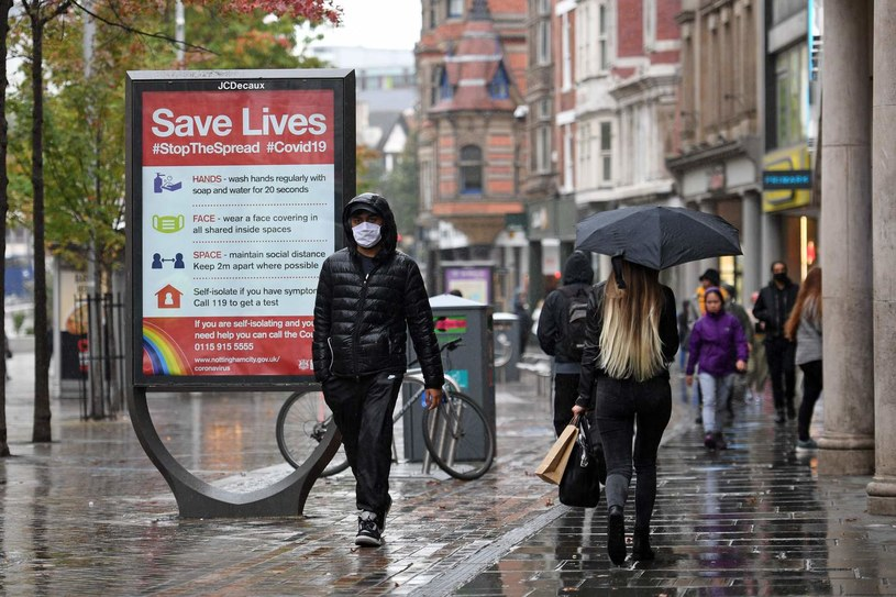 Brytyjczycy walczą z koronawirusem /AFP