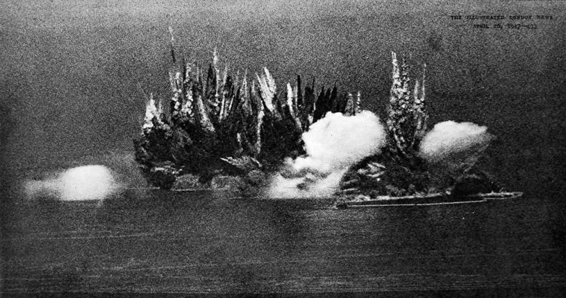 Brytyjczycy wysadzili na wyspie około 6700 ton materiałów wybuchowych /Mary Evans Picture Library /East News