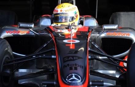 Brytyjczyk Lewis Hamilton z McLaren-Mercedes będzie musiał przelać na konto FIA blisko 220 tys. euro /AFP