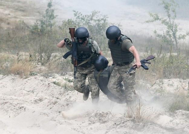 Brytyjscy instruktorzy wojskowi ćwiczą ukraińskich żołnierzy /SERGEY DOLZHENKO /PAP/EPA