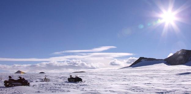 Brytyjscy naukowcy mieli nadzieję, że w jeziorze Ellsworth - schowanym trzy kilometry pod lodami Antarktydy - odkryją nieznane dotychczas formy życia. /Cui Jing /PAP/EPA