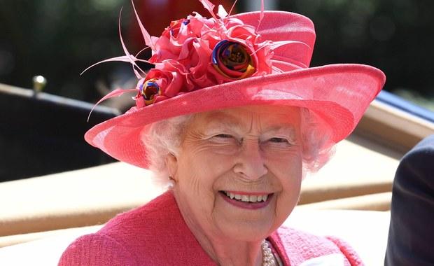 Brytyjska królowa wydaje coraz więcej publicznych pieniędzy