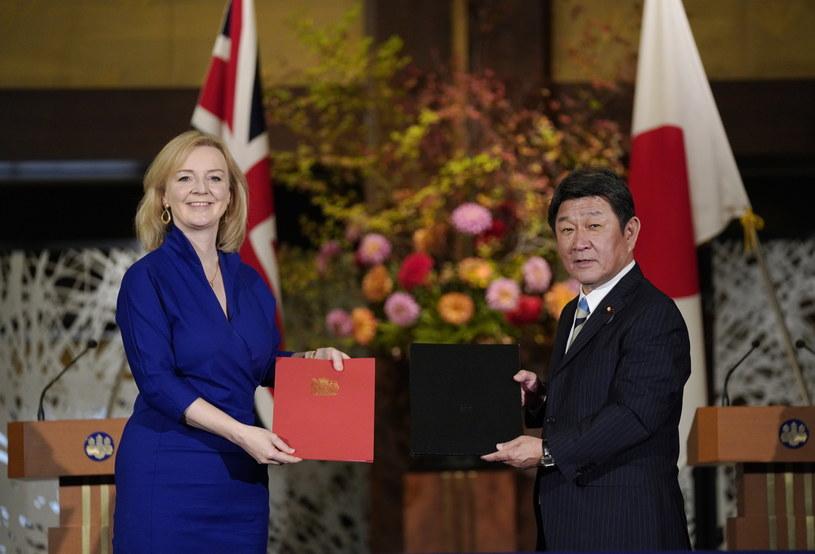 Brytyjska minister handlu międzynarodowego Liz Truss i szef japońskiego MSZ Toshimitsu Motegi /KIMIMASA MAYAMA /PAP/EPA