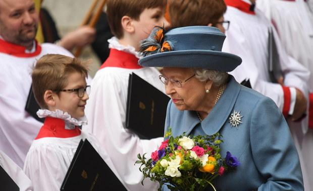 """Brytyjska rodzina królewska w izolacji. Elżbiecie II towarzyszy """"żelazny zespół"""""""