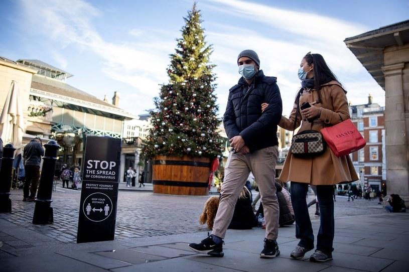 Brytyjski rząd jest krytykowany za świąteczny plan w sprawie pandemii /Tolga AKMEN / AFP /AFP