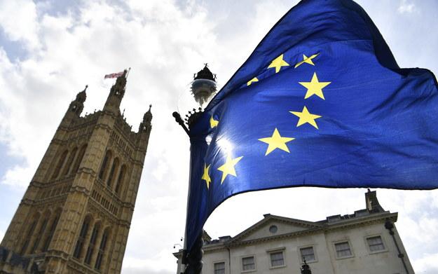 Brytyjski rząd odrzucił we wtorek wieczorem podpisaną przez 5,8 miliona osób petycję nawołującą do jednostronnego wycofania się z procesu wyjścia z Unii Europejskiej. /NEIL HALL /PAP/EPA