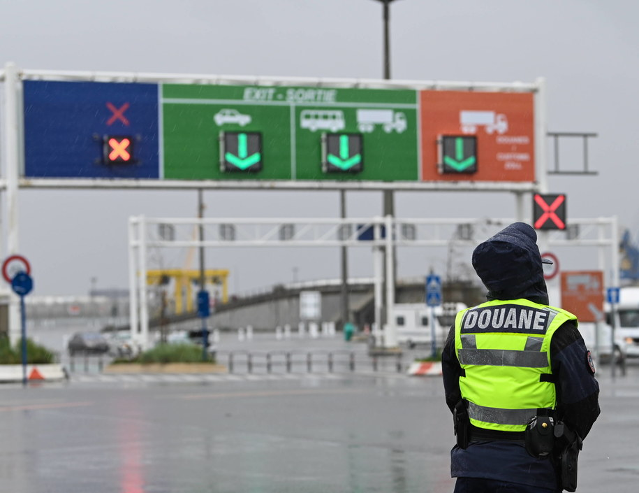 Brytyjski rząd ostrzega transportowców przed nadejściem nowego roku, kiedy to po wprowadzeniu brexitu zacznie obowiązywać kontrola celna /DENIS CHARLET / POOL /PAP/EPA