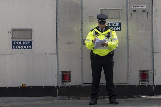 Brytyjskie media publikują szczegóły zatrzymań 18-latka i 21-latka podejrzanych o piątkowy zamach w londyńskim metrze /WILL OLIVER  /PAP/EPA