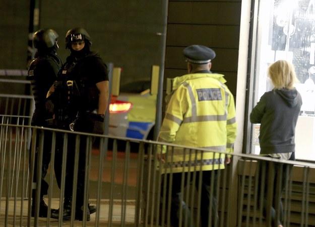 Brytyjskie służby w okolicach Manchester Arena /Nigel Roddis /PAP/EPA