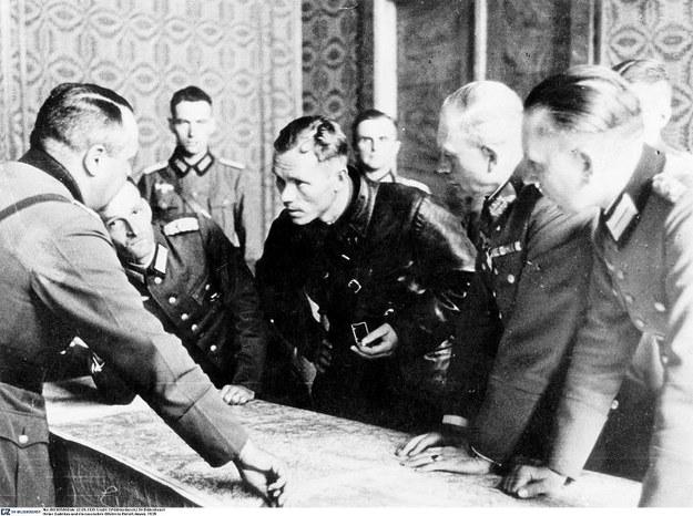 Brześć Litewski, 22 września 1939 roku. Niemiecki gen. Heinz Guderian rozmawia z rosyjskim oficerem /Agencja FORUM
