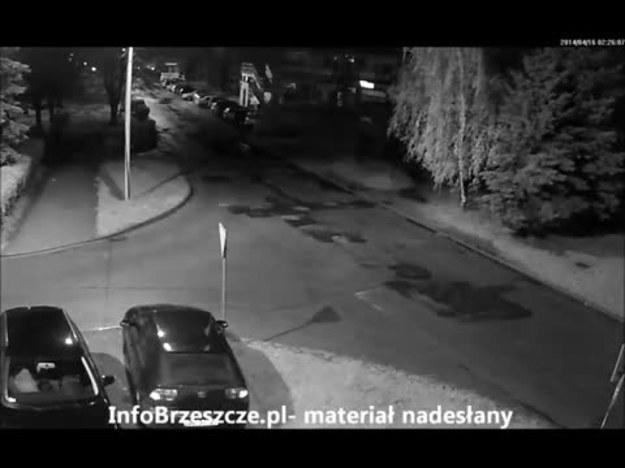 """Brzeszcze. Złodzieje ukradli Audi. """"Widziała""""  to kamera, ale strażnik  miejski przez 12 minut niczego nie zauważył. Złodzieje spokojnie włamywali się do samochodu, a następnie odjechali... Kolejna kompromitacja SM"""