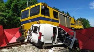 Brzeźnica: Wjechała na przejazd tuż przed pociągiem. Nie żyje 23-latka