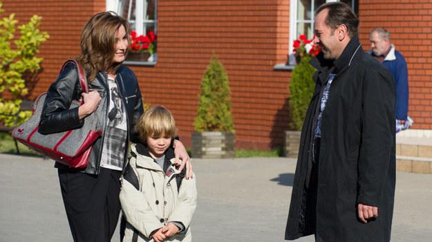 Brzozowska ma poważne wątpliwości, czy dać byłemu mężowi jeszcze jedną szansę… Szczególnie, że coraz częściej może liczyć na Iwo! /x-news/ Radek Orzeł /TVN