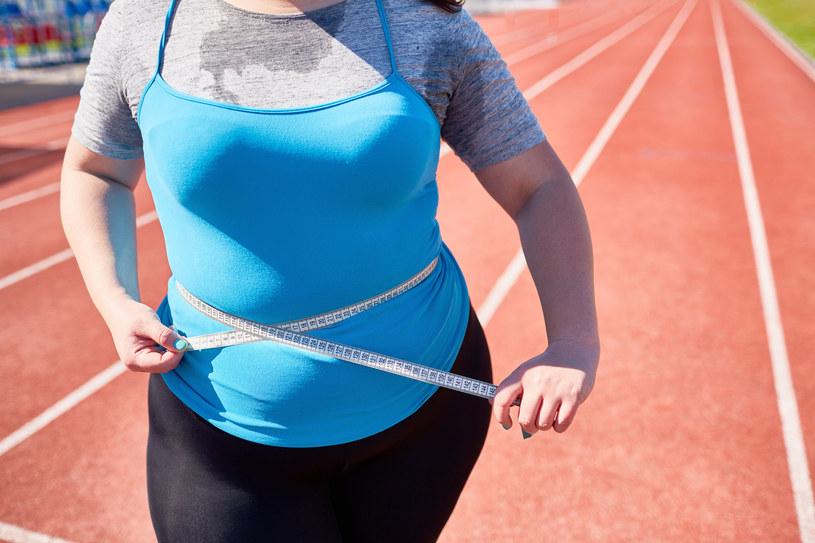 Brzuch tarczycowy jest objawem poważnych problemów hormonalnych /123RF/PICSEL