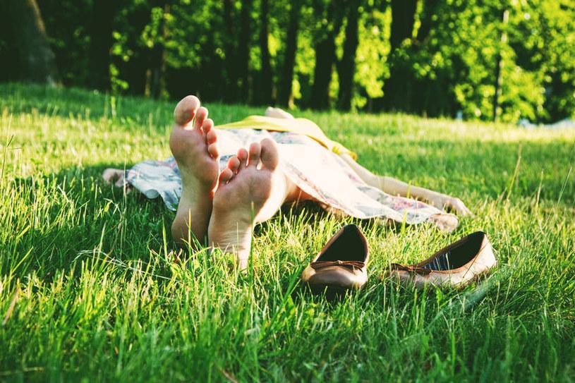 Brzydki zapach stóp intensyfikuje się latem /123RF/PICSEL