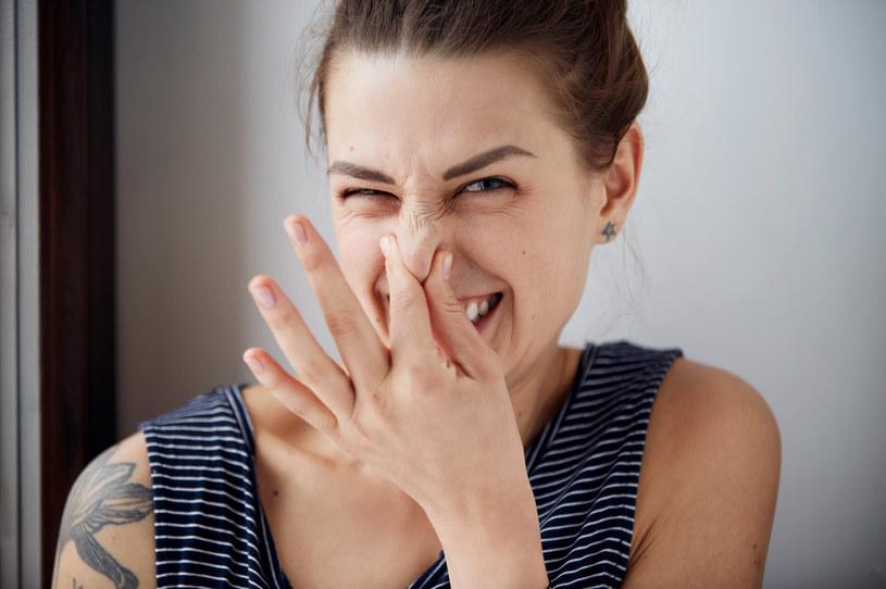 Brzydki zapach z ust? Wypróbuj te mieszanki /123RF/PICSEL