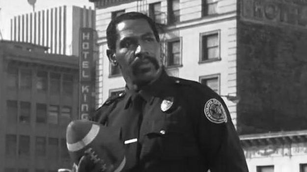 """""""Bubba"""" Smith w scenie z filmu """"Akademia policyjna II"""" /materiały prasowe"""