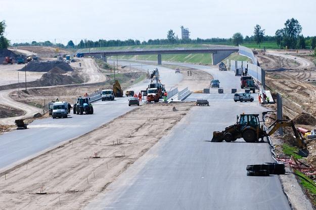 Budowa autostrad idzie jak po grudzie / Fot: Łukasz Szeląg /Reporter