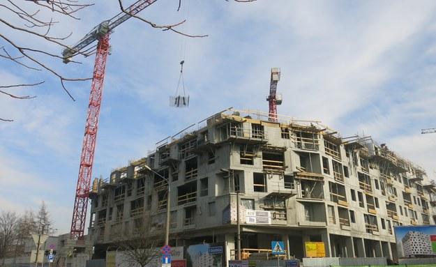 Będzie więcej mieszkań, czy większy chaos budowlany? W życie weszła specustawa budowlana