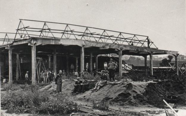 Budowa fabryki wyrobów gumowych w Sanoku /Z archiwum Stomil Sanok SA /INTERIA.PL