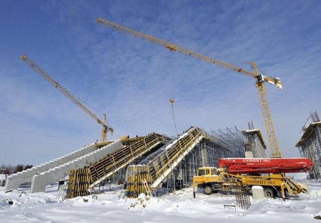 Budowa lwowskiego stadionu to nieustanne kłopoty. /AFP