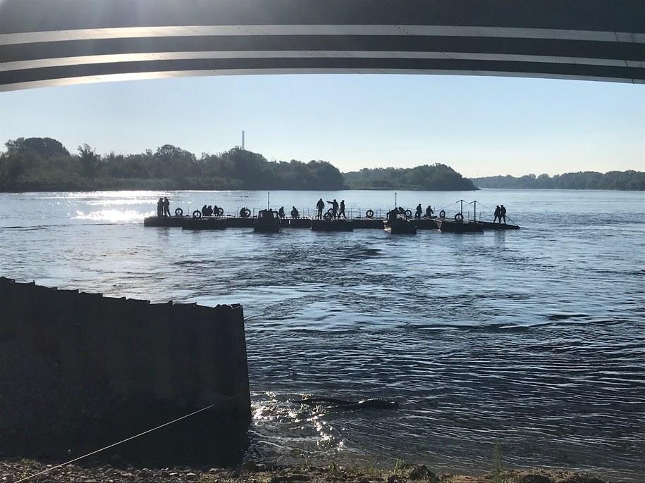 Budowa mostu pontonowego skończyła się pod koniec września /Tomasz Skory  /RMF FM