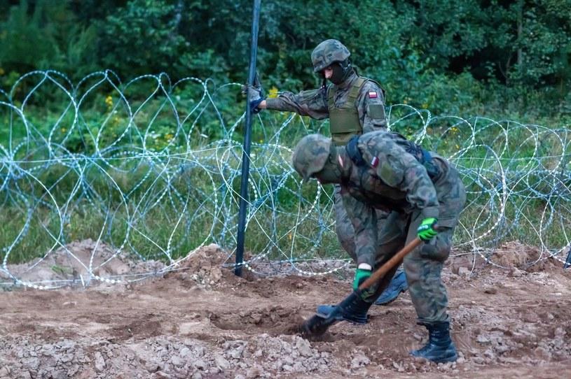 Budowa ogrodzenia na granicy /Marcin Onufryjuk /PAP