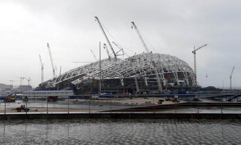 Budowa stadionu olimpijskiego w Soczi /PAP/EPA