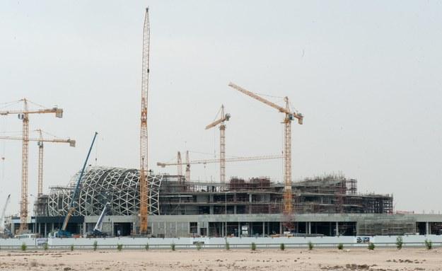 Budowa stadionu w stolicy Kataru, mieście Doha /STR /PAP/EPA
