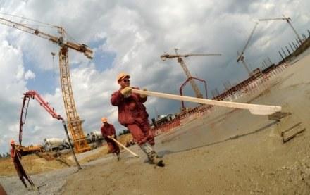 Budowa stadionu we Lwowie, zdjęcie z czerwca 2009 /AFP
