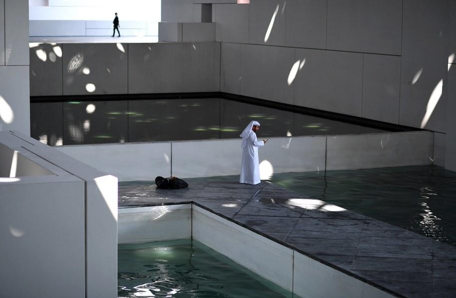 Budowa supernowoczesnej filii Luwru w Abu Zabi trwała 10 lat i kosztowała miliard euro /MARTIN DOKOUPIL /PAP/EPA