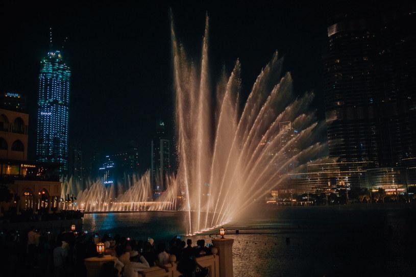 Budowa The Dubai Fountain pochłonęła prawie 220 mln dolarów /123RF/PICSEL