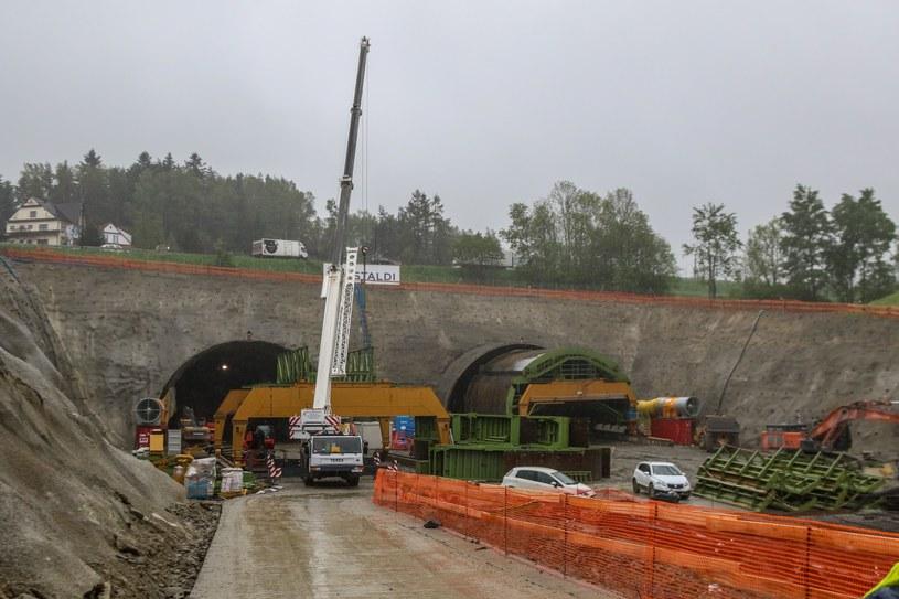 Budowa tunelu spowodowała problemy mieszkańców Naprawy /Jan Graczyński /East News
