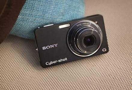 Budowa WX1 jest typowa dla większości aparatów kompaktowych /materiały prasowe