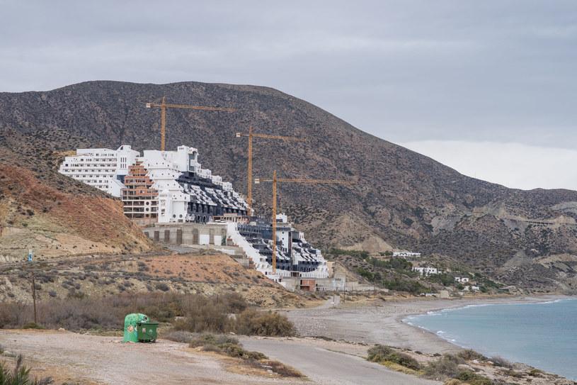 Budowy Algarrobico, gigantycznego hotelu, nigdy nie ukończono /materiały prasowe