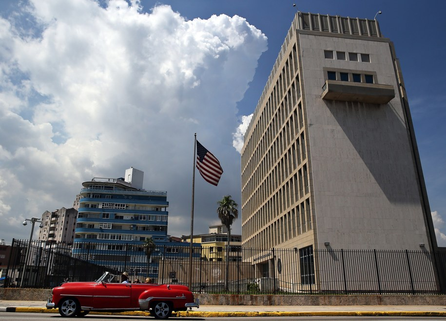 Budynek amerykańskiej ambasady w Hawanie /Alejandro Ernesto /PAP/EPA